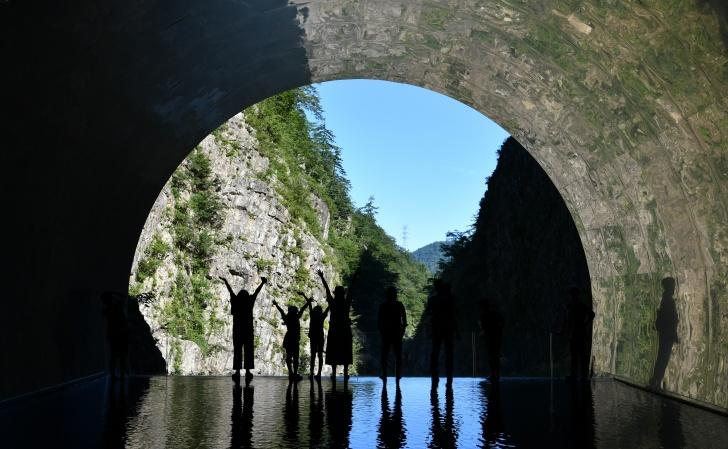 日本三大峡谷「清津峡渓谷トンネル」で記念撮影