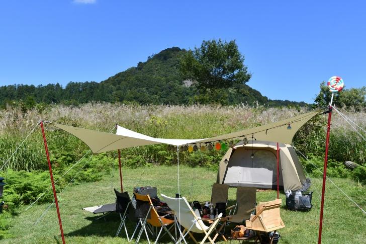 無印良品津南キャンプ場の青空と緑が美しい