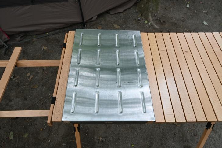ウッドキッチンテーブルにステンレス天板をセット