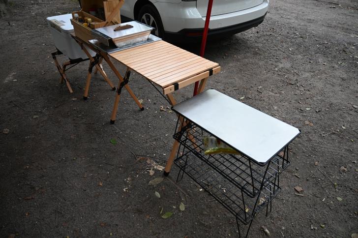 ウッドキッチンテーブルとフィールドラックの組み合わせ