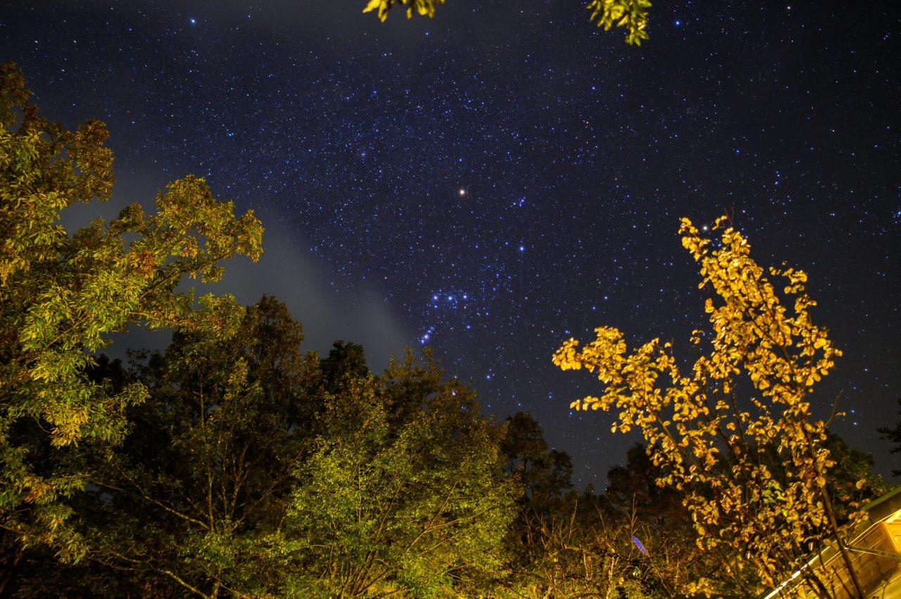 南アルプス三景園の管理棟前で星空撮影