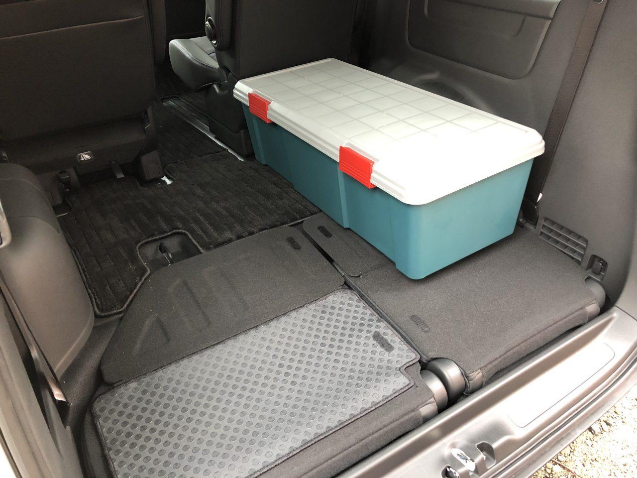 ステップワゴンの3列目は床下収納式で使いやすい