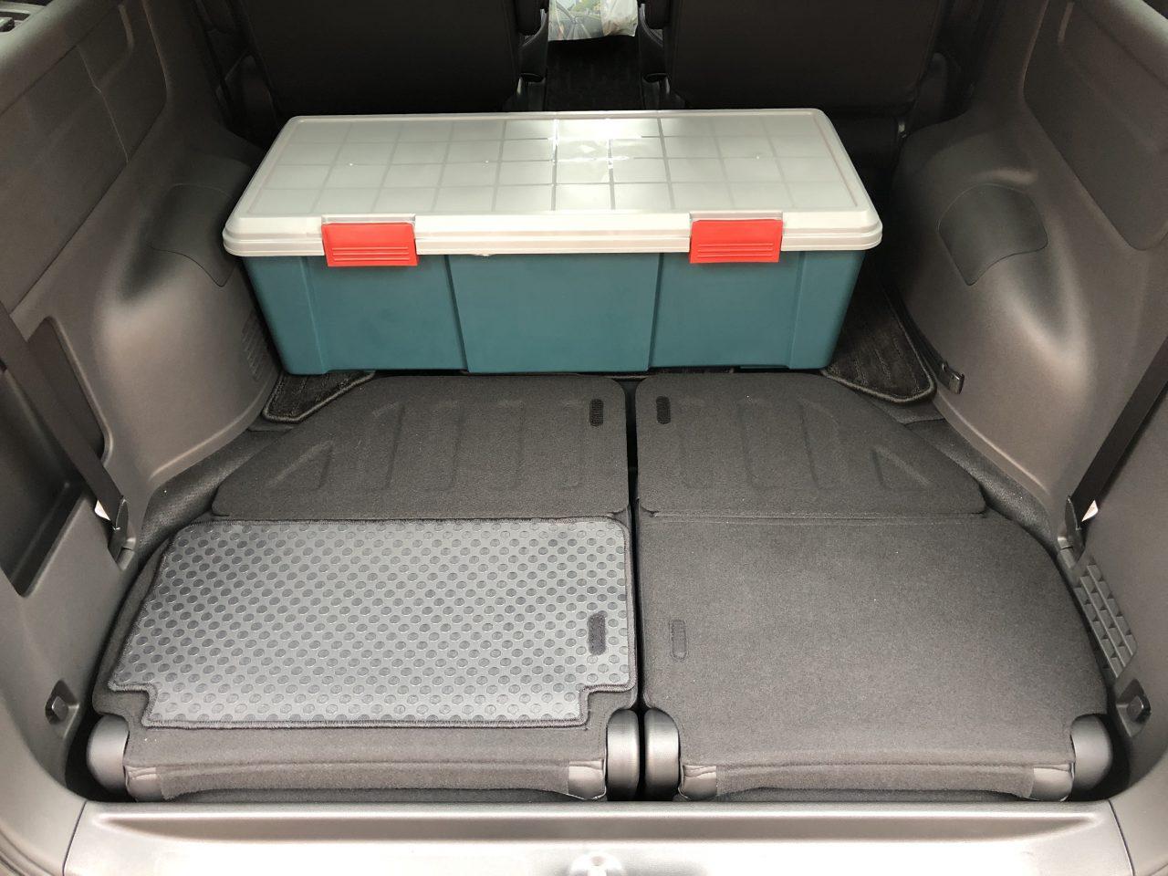 ステップワゴンの荷室はフォレスターよりやや狭くなった