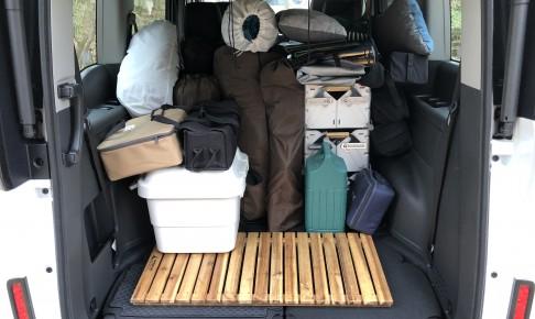 ステップワゴンに荷物を積んでキャンプに出かける