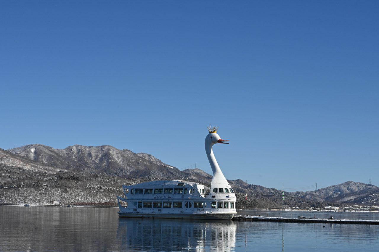 山中湖をぐるっと一周する大きな遊覧船