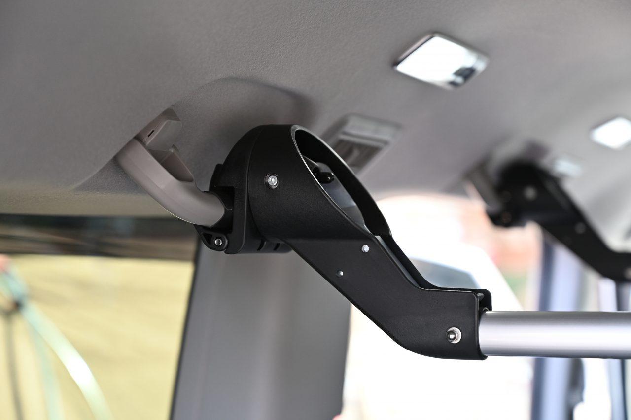 ステップワゴンのハンドグリップにスマートバーを取り付け