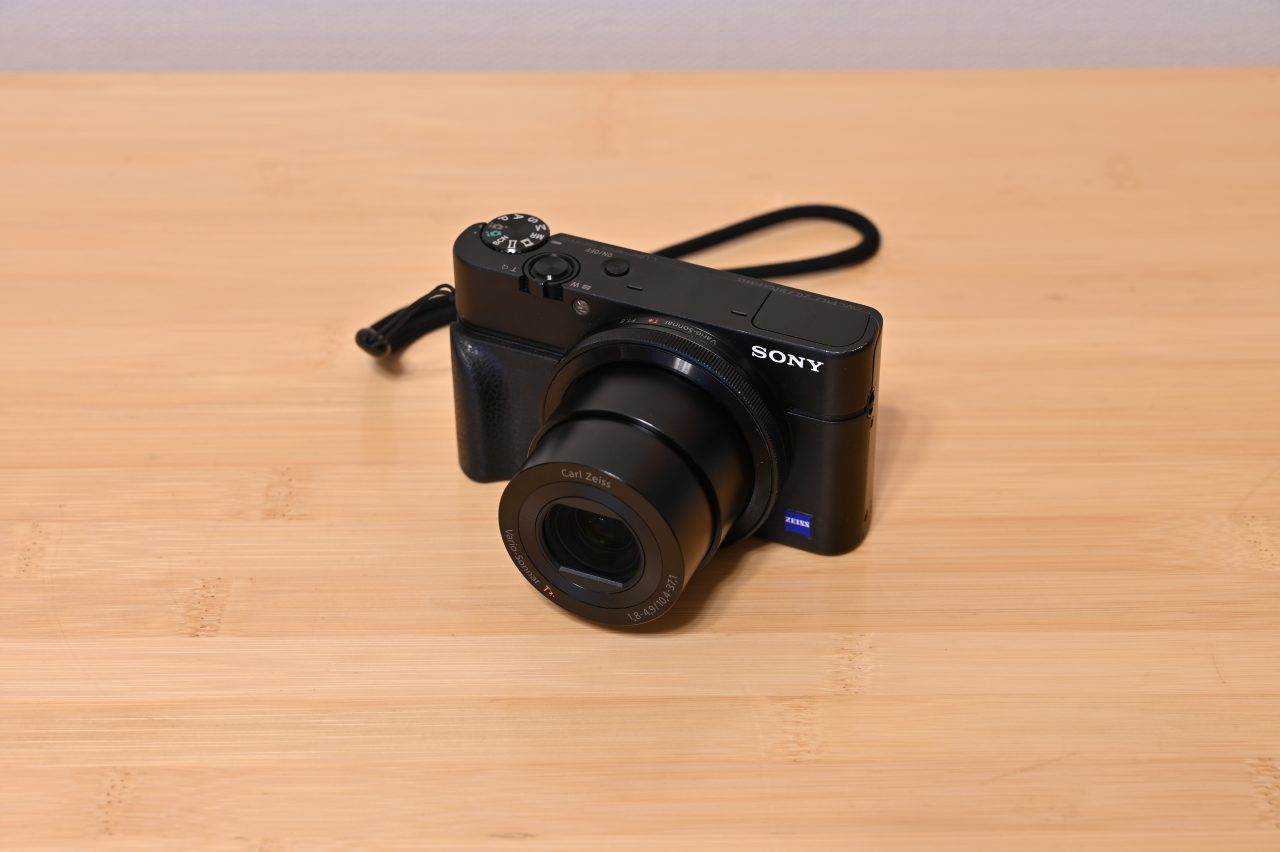 動画撮影やマクロ撮影にも便利なサブカメラ初代RX100