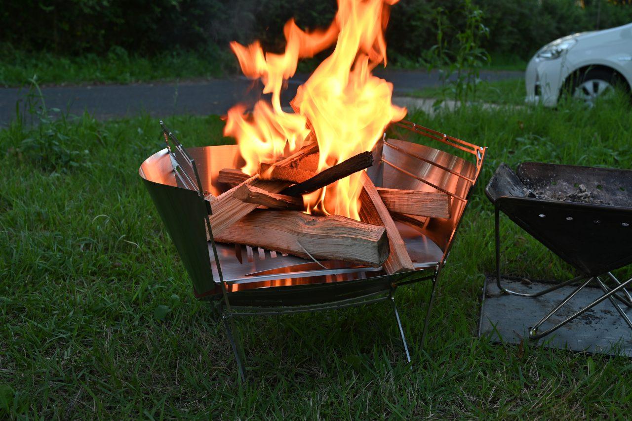 組み立て式のMAAGZ RAPCAで焚き火を楽しむ