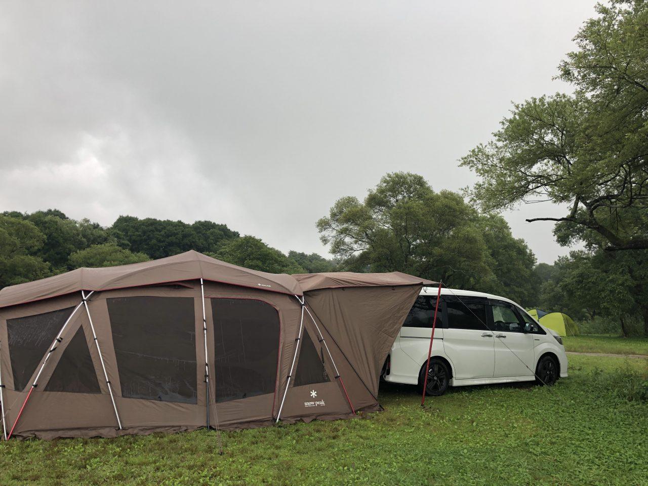 トルテュProにミニバンをドッキングして雨撤収