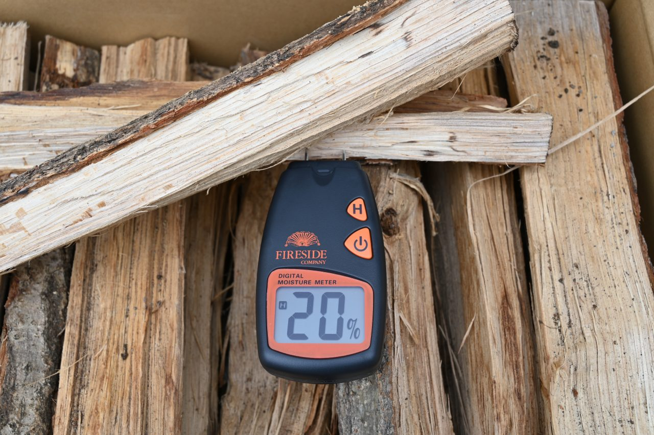 群馬県みなかみ町のふるさと納税返礼品の広葉樹薪を計測