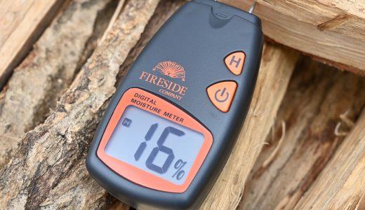 木材の水分測定器「デジタル含水率計」で薪の乾燥具合が一目瞭然