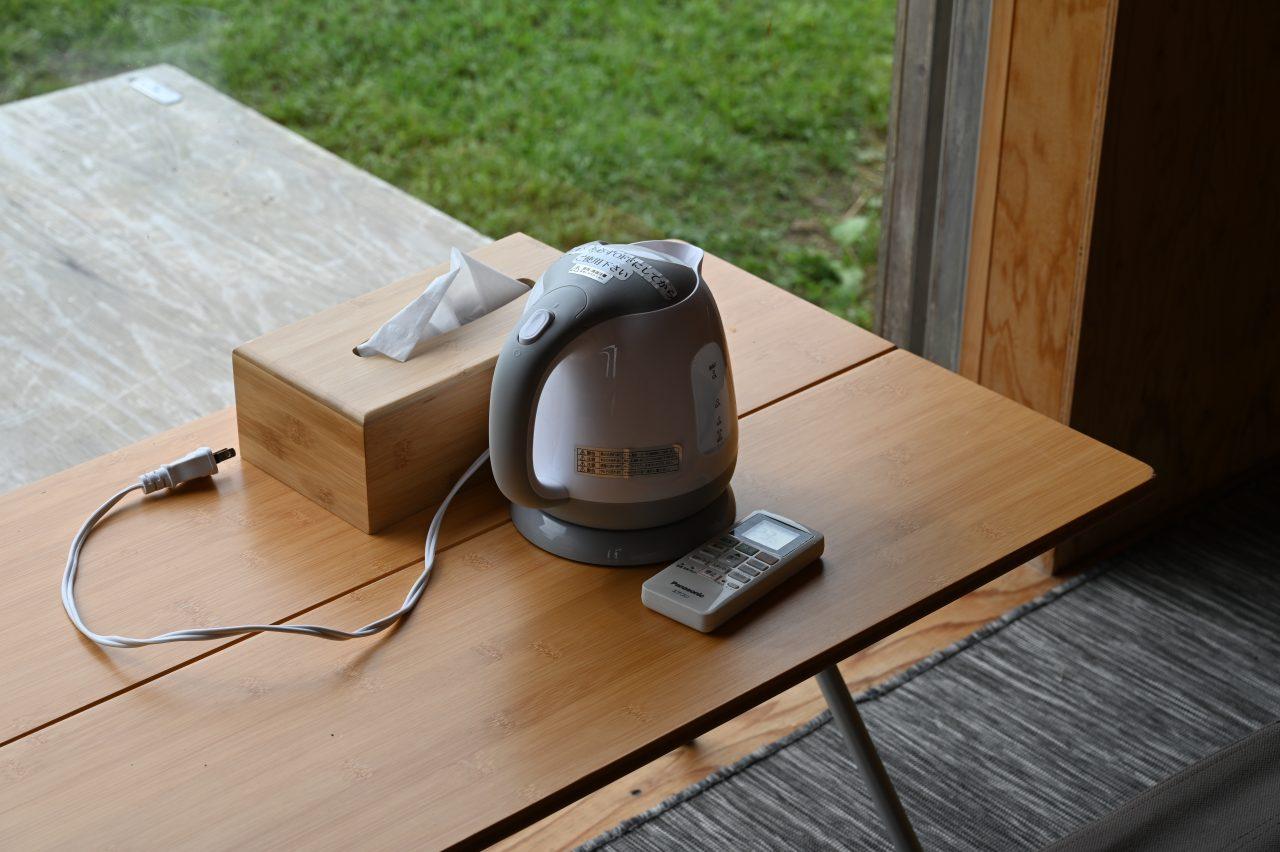 スノーピーク本社のモバイルハウス住箱に備え付けの電気ケトル