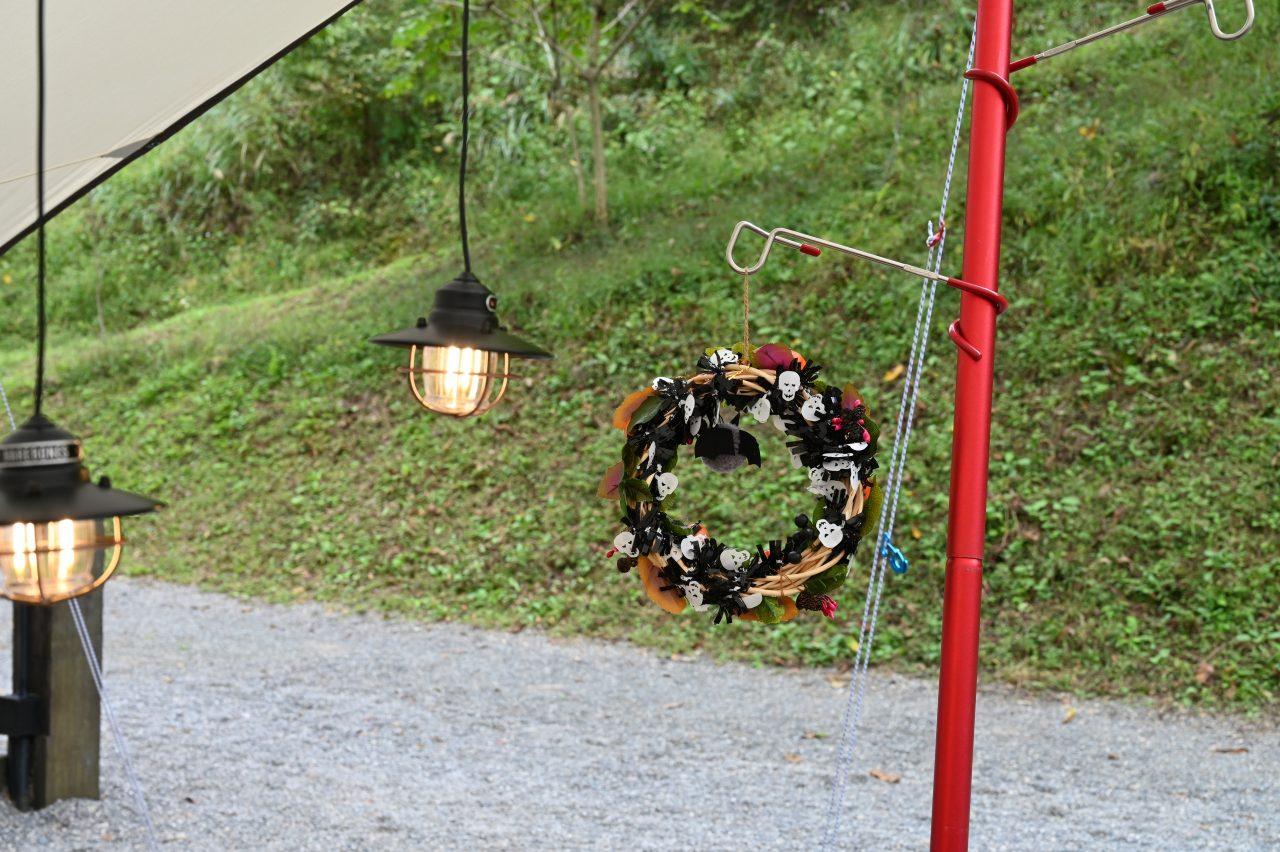 ハロウィンキャンプ用の手作りリース
