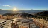 ほったらかしキャンプ場のカフェから眺める日の出