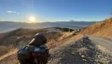 ほったらかしキャンプ場の高台で初日の出を撮影中