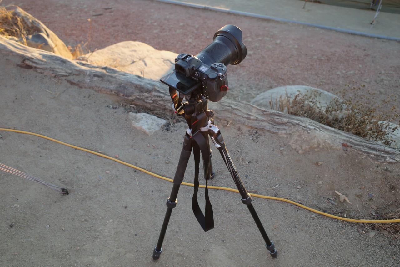 機動力重視でトラベル用三脚にカメラをセット