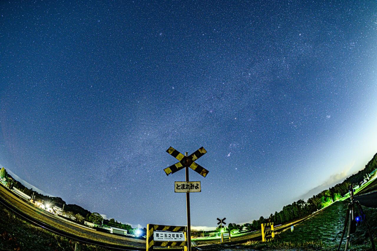 第二五之町踏切で撮った星空をインスタっぽく加工