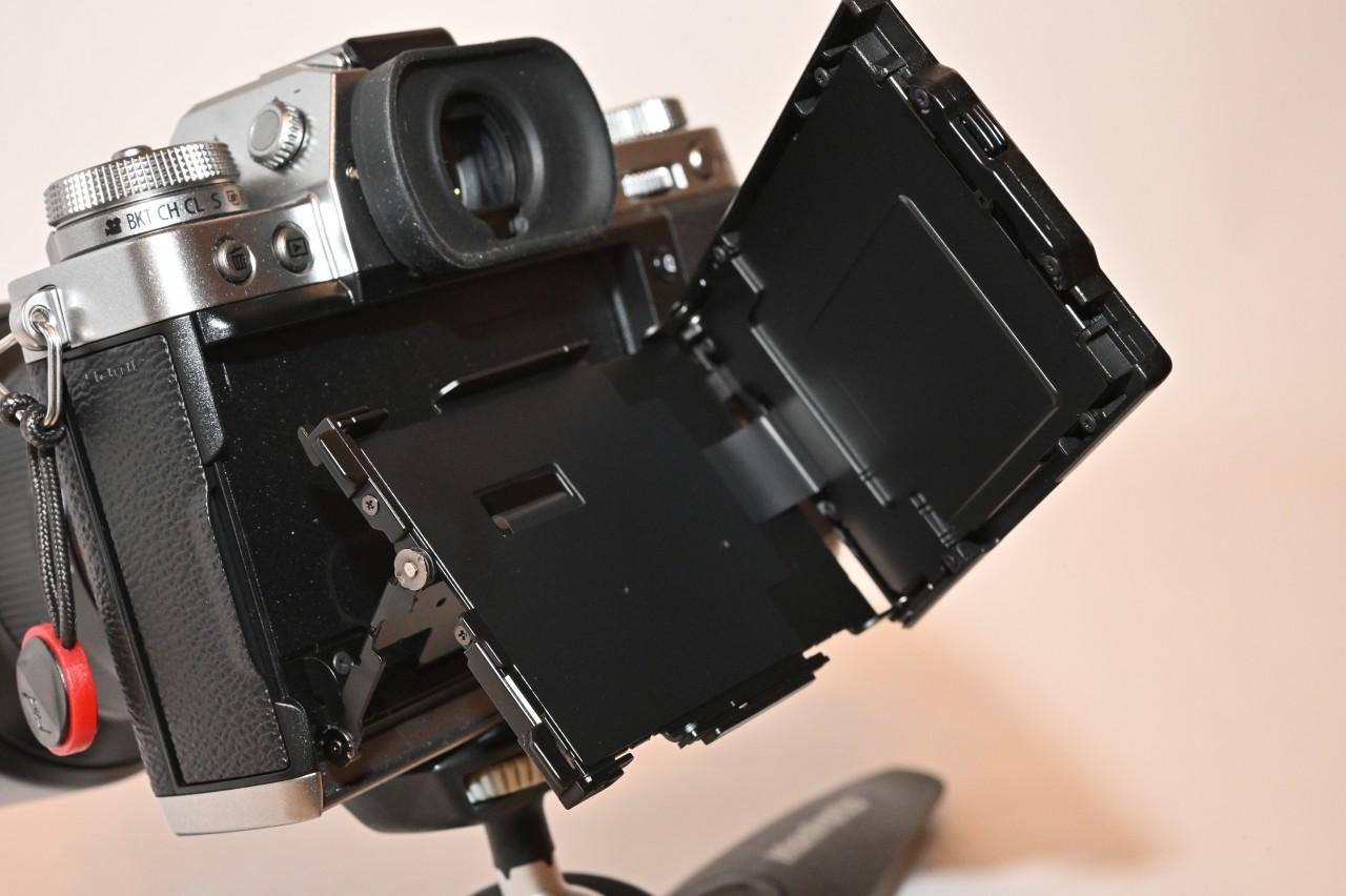 富士フイルムX-T3は縦構図に便利な3軸チルト液晶