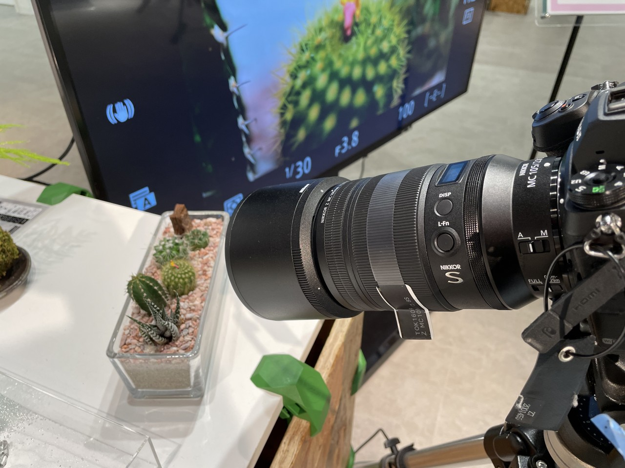 注文殺到のマクロレンズ「NIKKOR Z MC 105mm f2.8」」