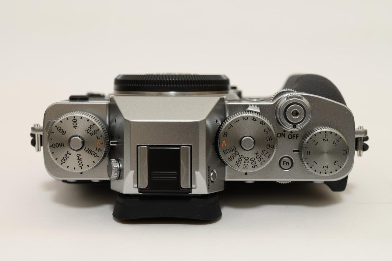 X-T3のダイヤルは個別にそれぞれ調整するタイプ