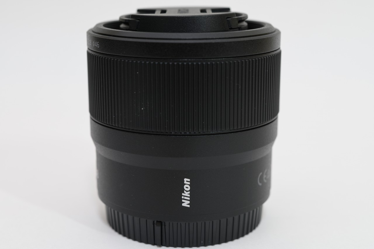 NIKKOR Z MC 50mm f2.8はモダンでシンプルなデザイン
