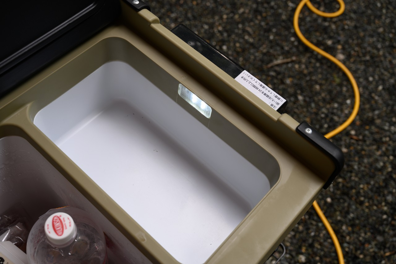 EENOUR S32は小さい冷蔵室側にライトあり