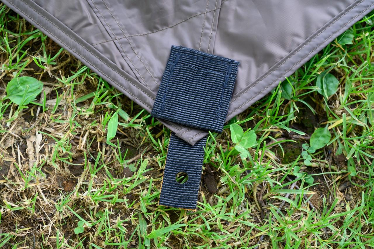 カーサイドタープはクルマに傷がつきにくい素材が使われている