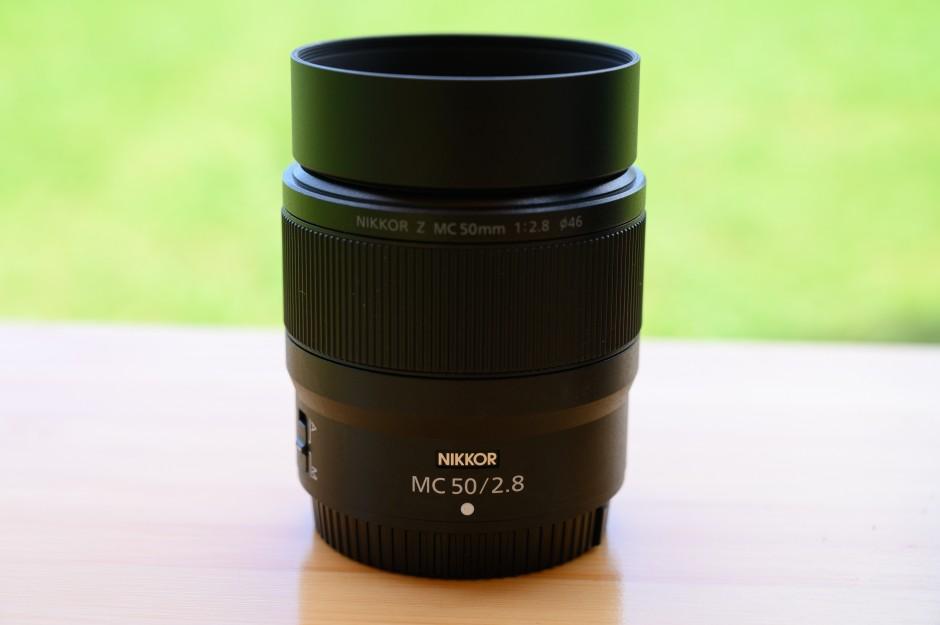 NIKKOR Z MC 50mmにレンズフードを取り付ける