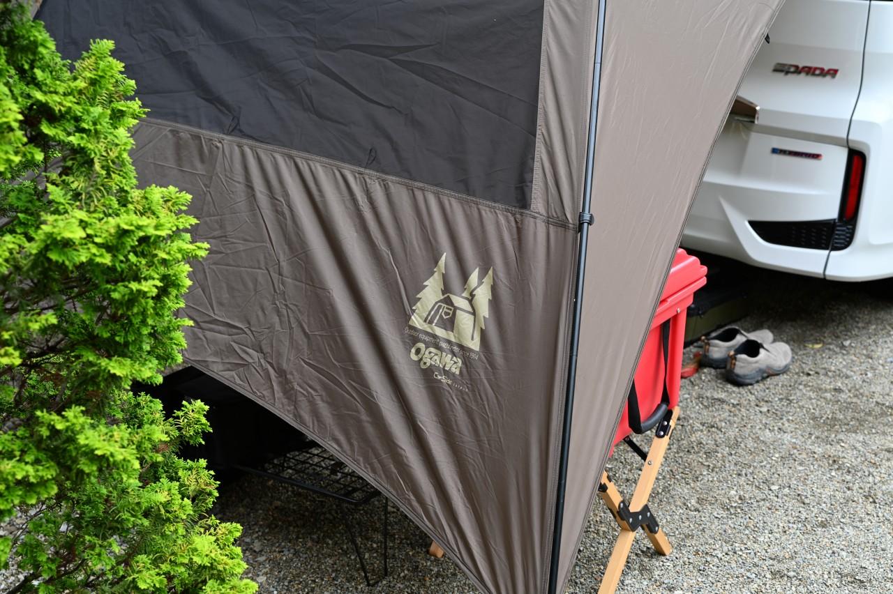 カーサイドタープでリア側に荷物置き場を設置