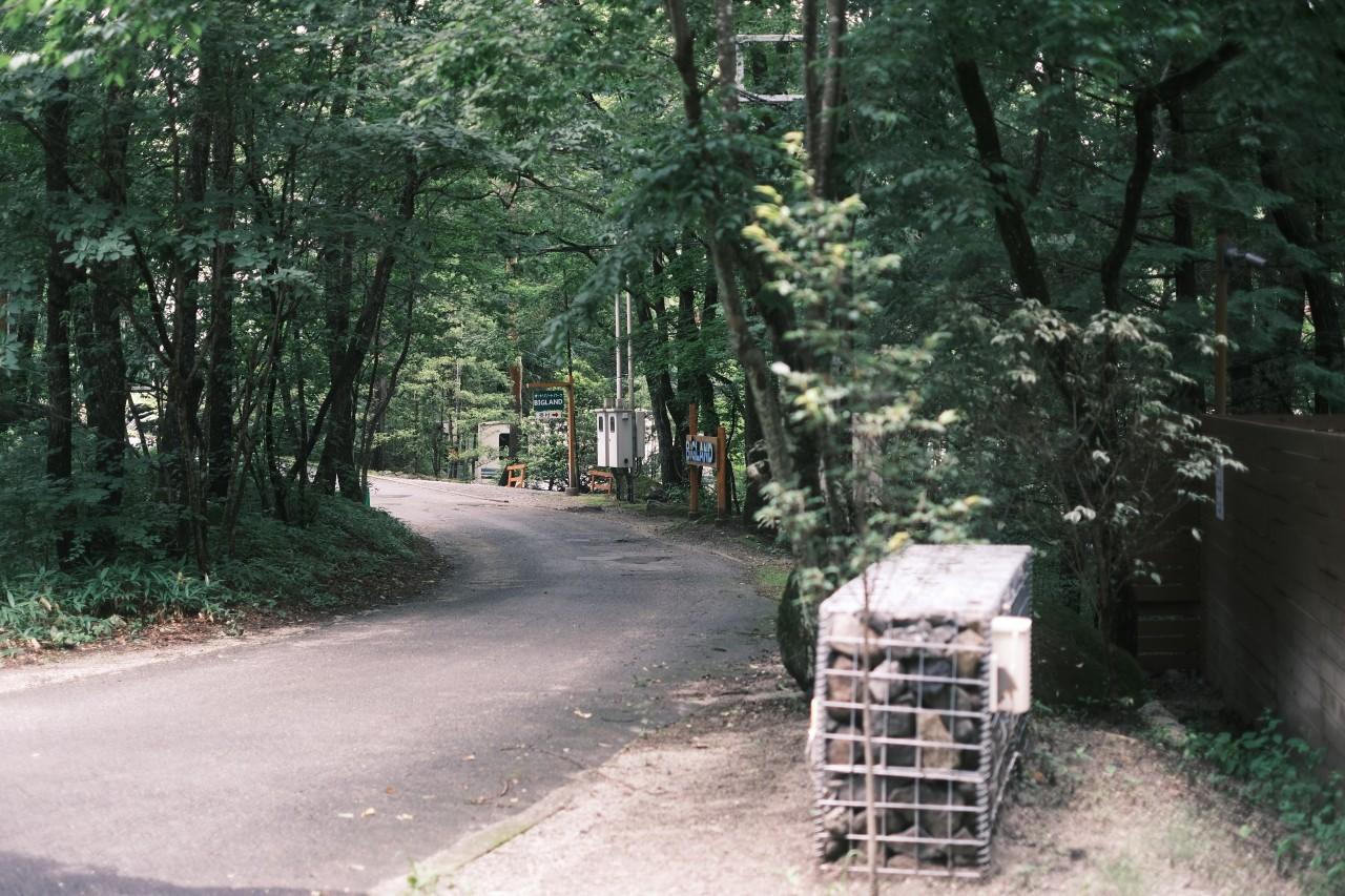 クラシックネガとブラックミストで撮るキャンプ場への道