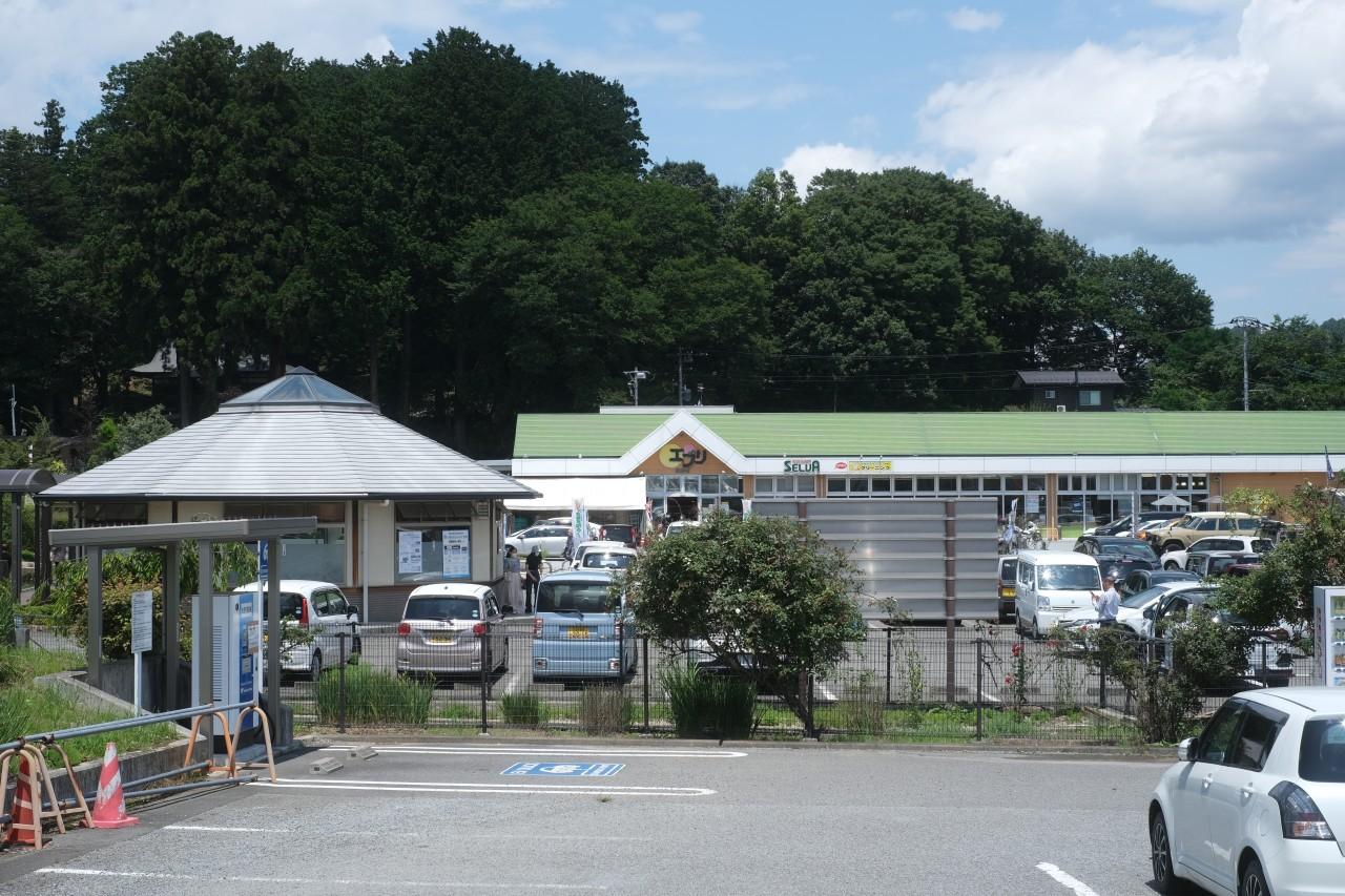 道の駅はくしゅうに隣接するセルバ白州エブリ店