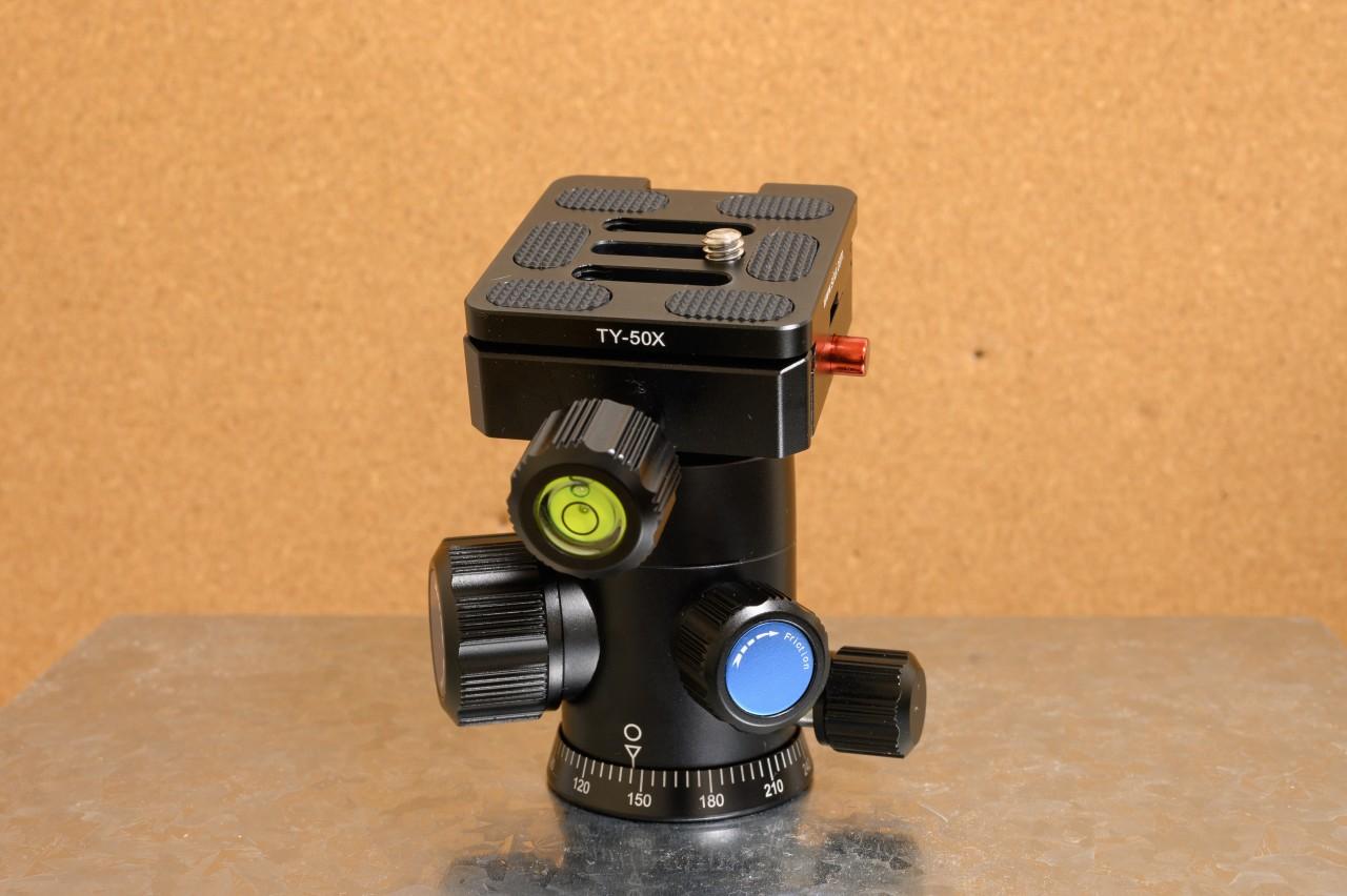 SIRUI G-10KXはノブが多く夜間撮影には不向き
