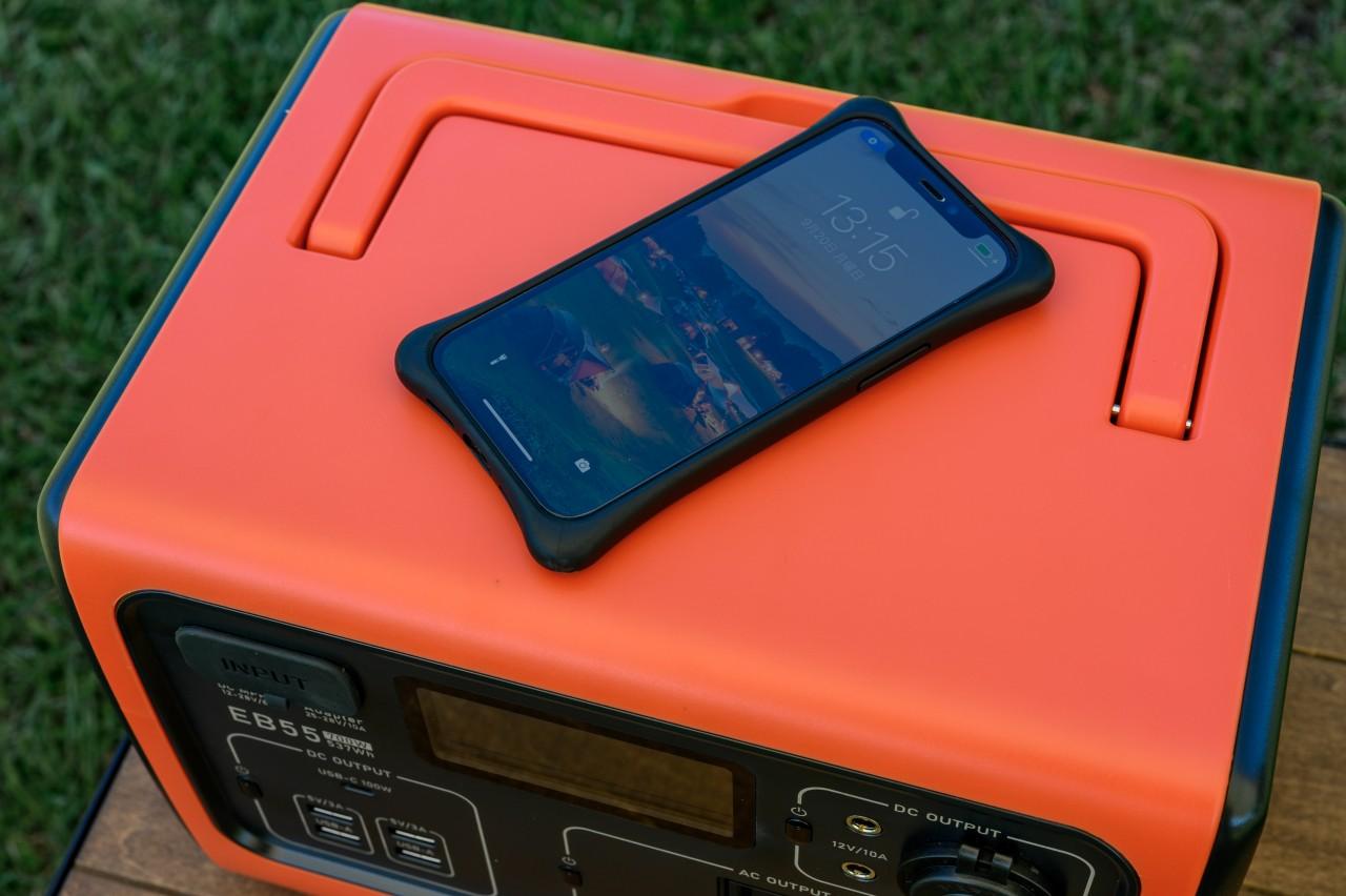 ポータブル電源「BLUETTI EB55」でスマホをワイヤレス充電