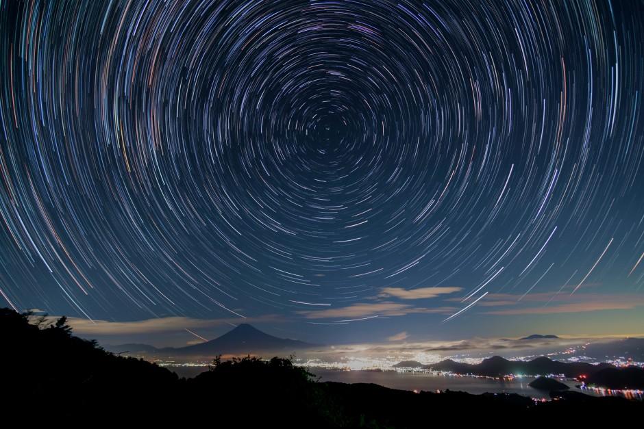 だるま山高原レストハウスから眺める富士山と駿河湾と日周運動